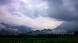雨の安曇野から大天井岳、有明山方面を臨む