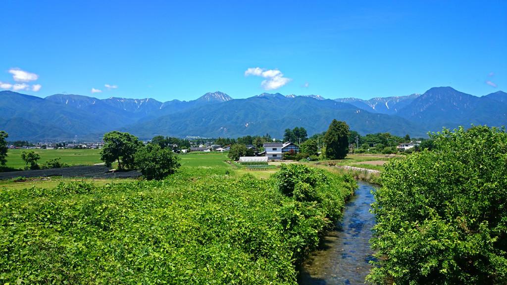 欠川から見た常念岳と有明山