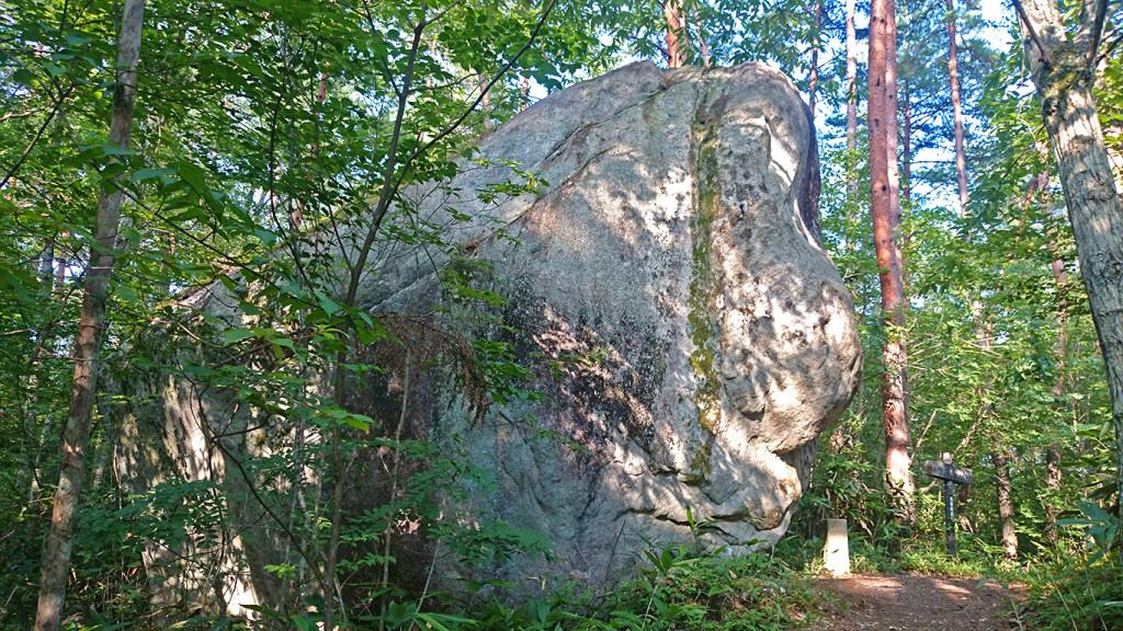 天の岩戸岩2