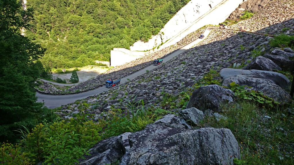 高瀬ダムを上る途中の風景