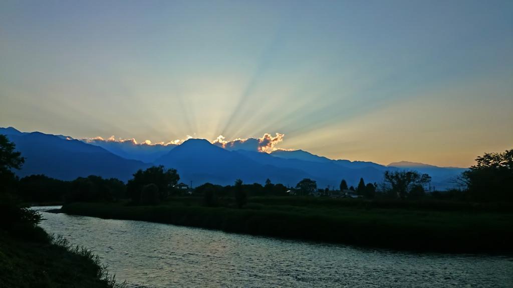 有明山の後光と穂高川