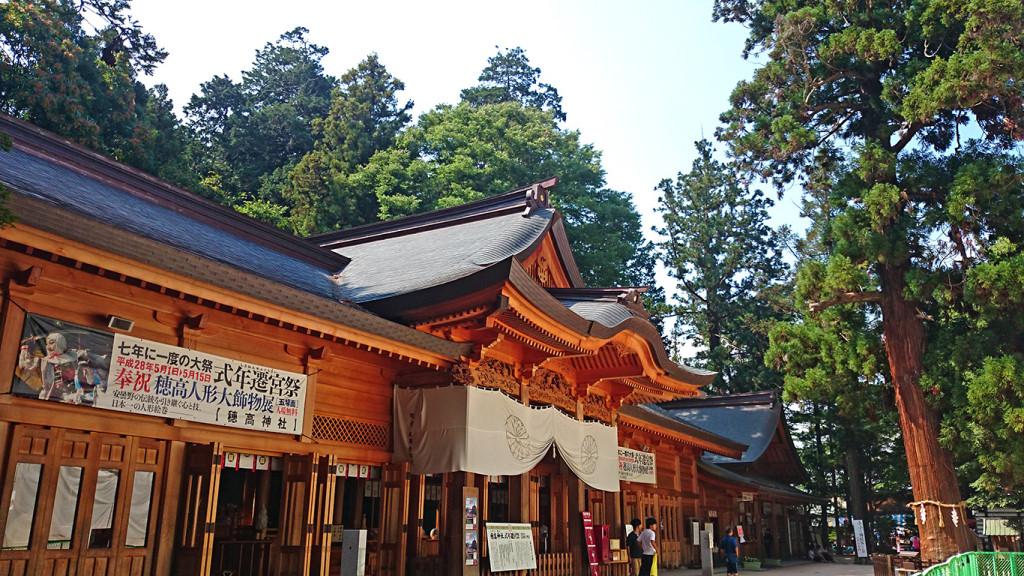 穂高神社拝殿と孝養杉