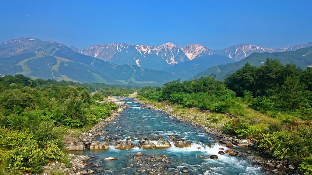 松川橋から見る夏の白馬三山