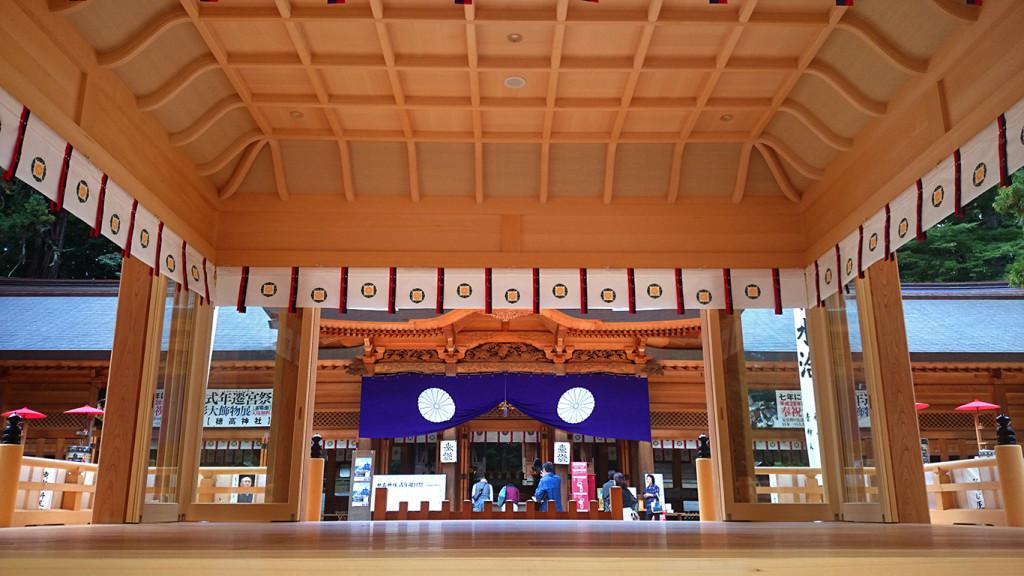 新しくなった穂高神社の神楽殿