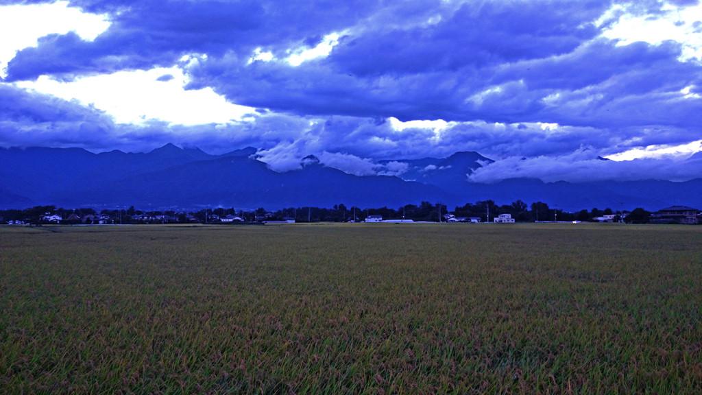 台風一過の安曇野の夕暮れ