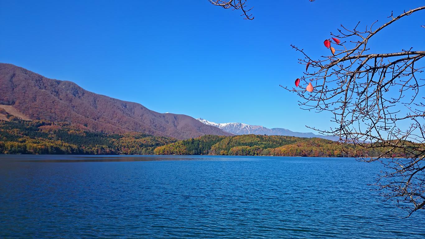 秋晴れの青木湖