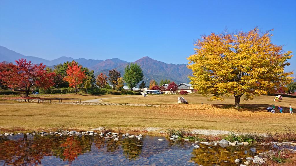 安曇野ちひろ美術館の庭 秋の風景2