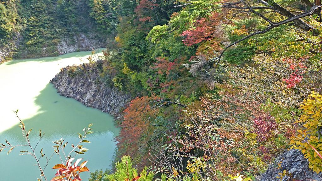 龍神湖の紅葉