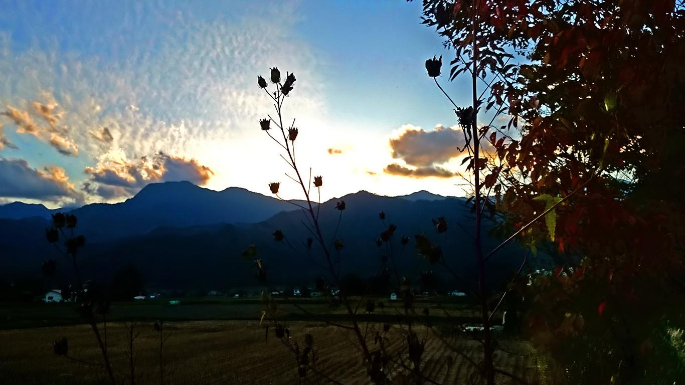 松川村から見る夕暮れ時の有明山