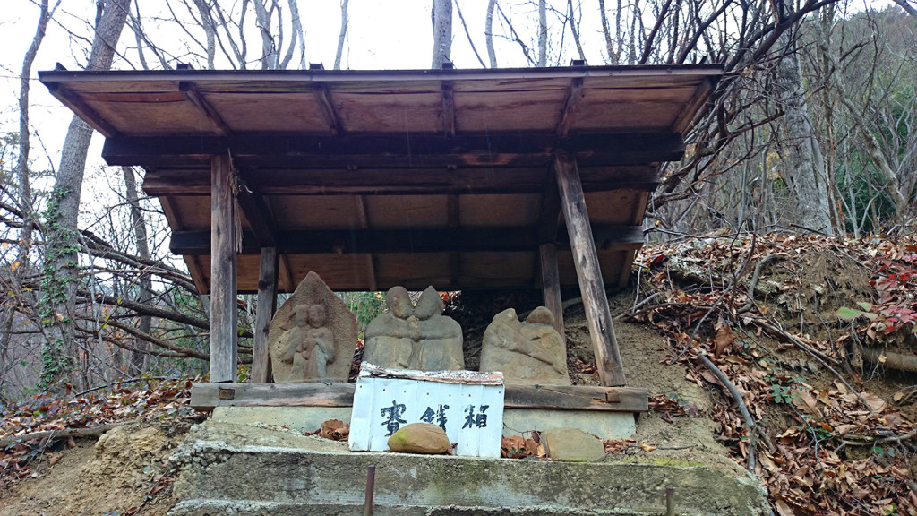 池桜の3体の道祖神