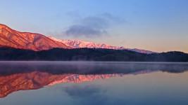青木湖から見るモルゲンロート