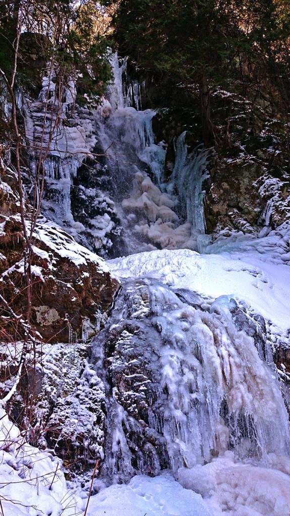 冬の黒沢の滝全景