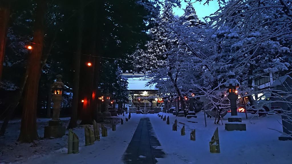 元旦の日の出前の有明山神社