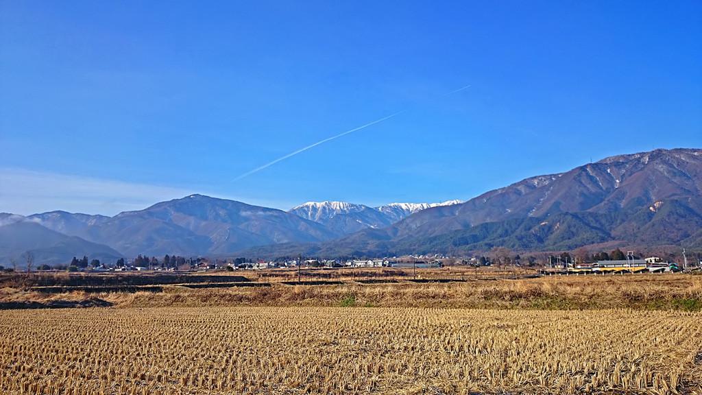 飛行機雲と蝶ヶ岳方面