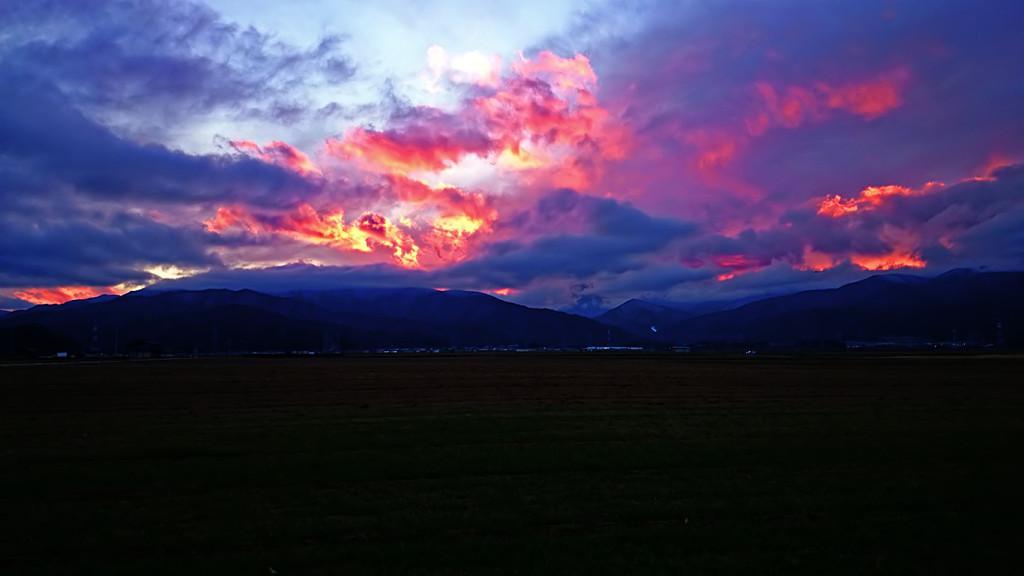 炎のような夕焼け雲