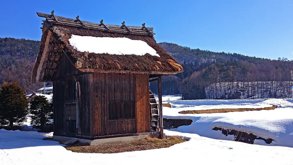 雪解けの美麻の水車小屋