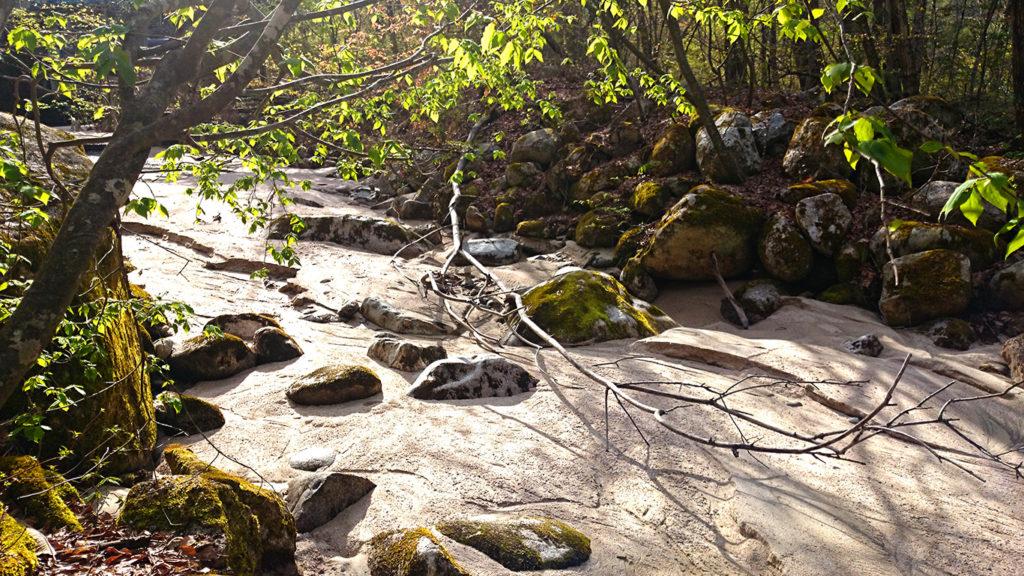中房川の天然枯山水