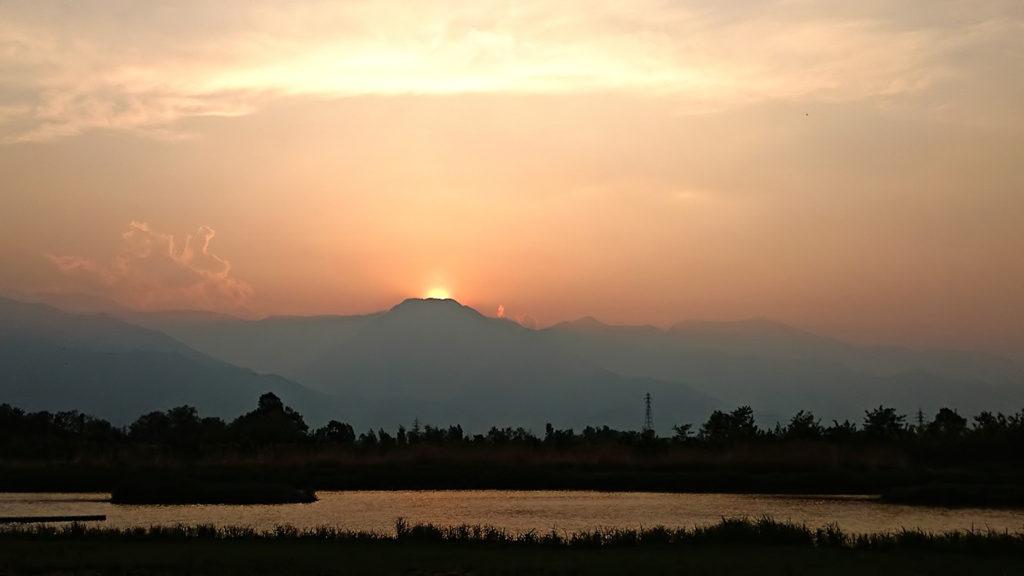 有明山に沈む夕日