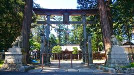 柏原の日吉神社を正面から