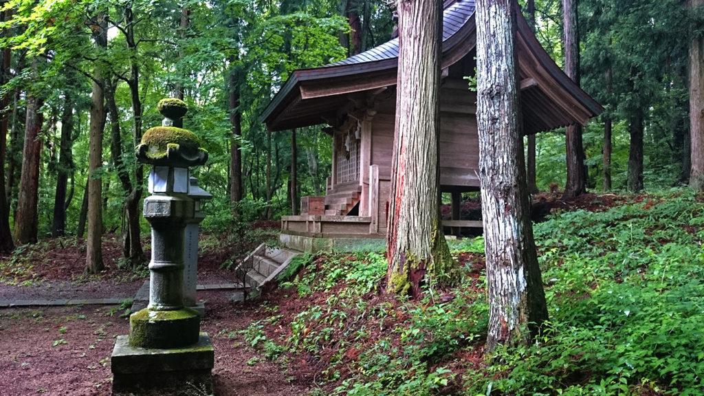 有明山神社拝殿裏の風景