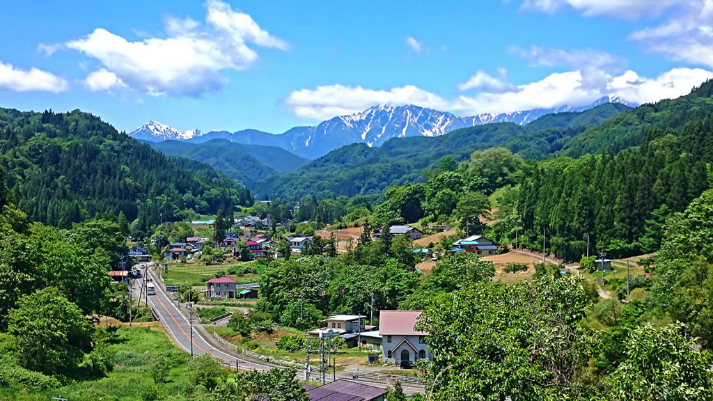 県道31号・長野大町線沿いの小川村