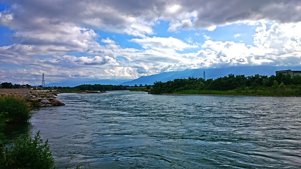 龍門渕公園の横から上流方向の犀川