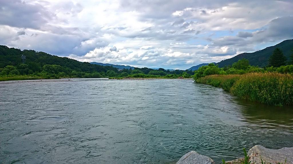 龍門渕公園の横から下流方向の犀川
