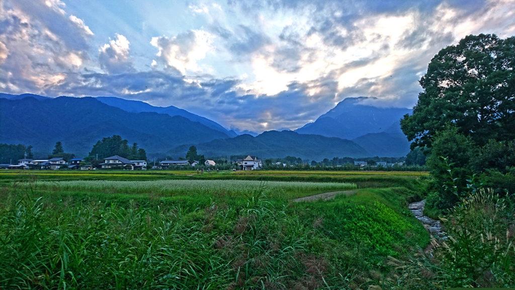 初秋の夕方の有明山