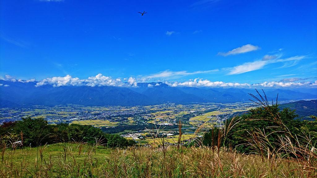 長峰山から秋の安曇野を一望