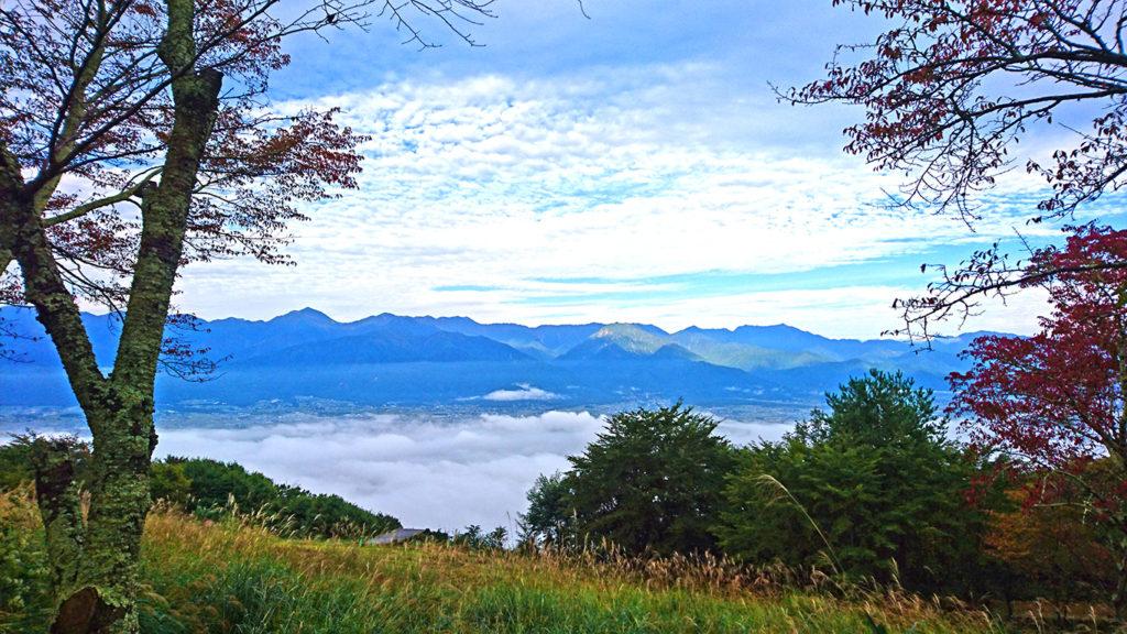 長峰山頂からの雲海と紅葉