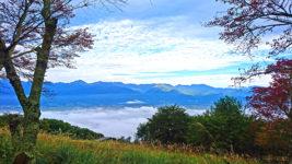 長峰山頂からの雲海と紅葉1