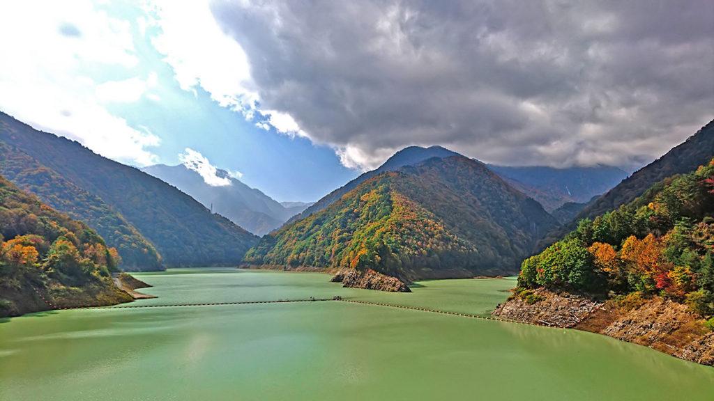 紅葉時期の龍神湖