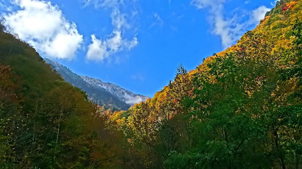七倉から見る紅葉