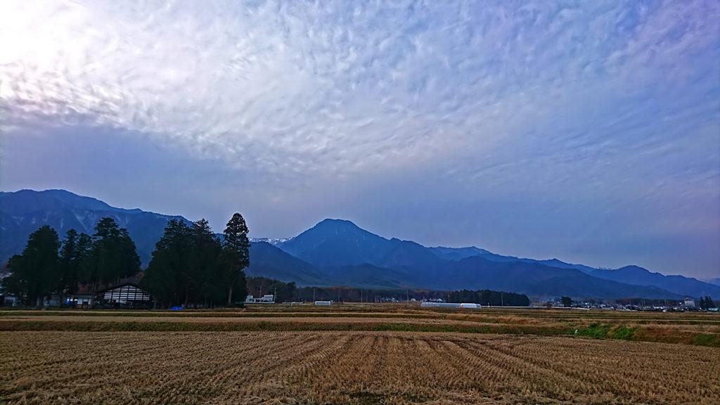 有明山の上の鱗雲っぽい雲