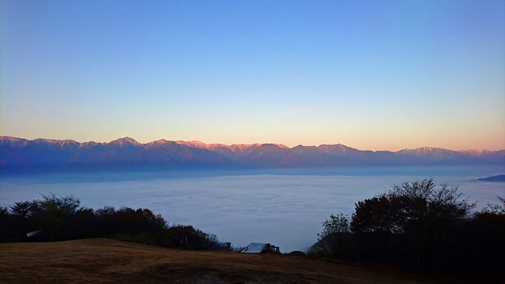 長峰山から見る雲海と北アルプスのモルゲンロート1