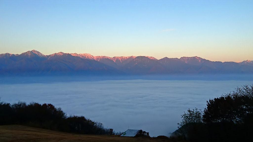 長峰山から見る雲海と北アルプスのモルゲンロート2