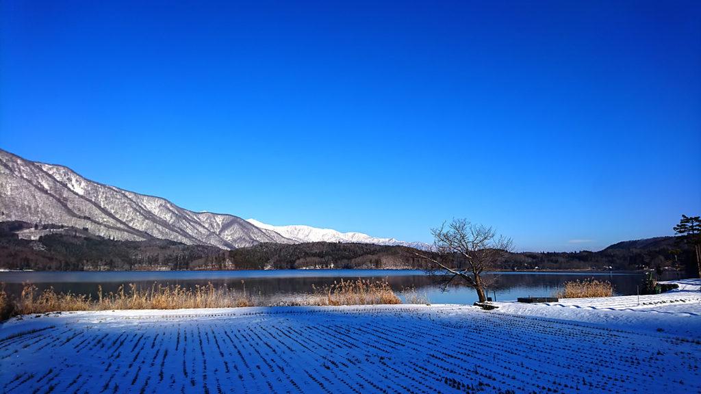 凍てつく朝の青木湖1