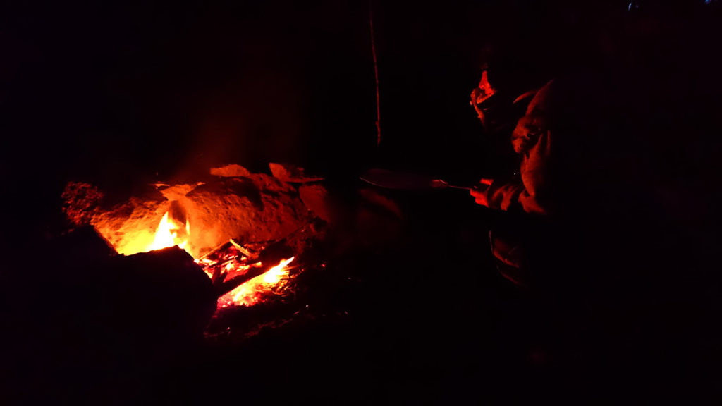 暗くなるまで燃やし続けた落ち葉焚き