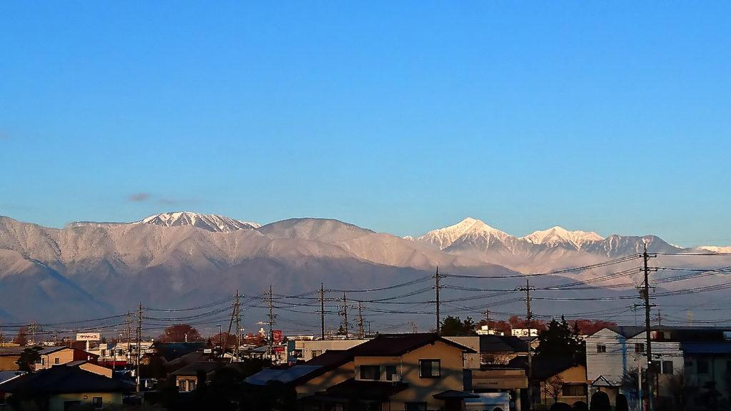 松本市街地から見た常念岳と横通岳