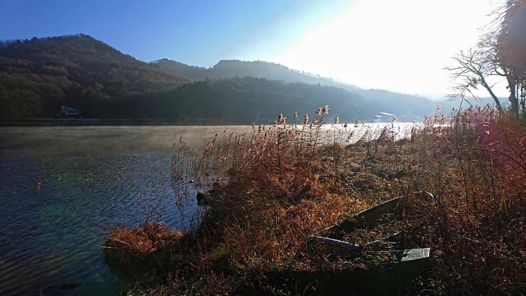 霧が立ち込める木崎湖3