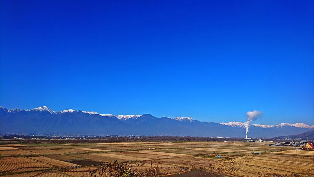 白くなった北アルプスの山並み