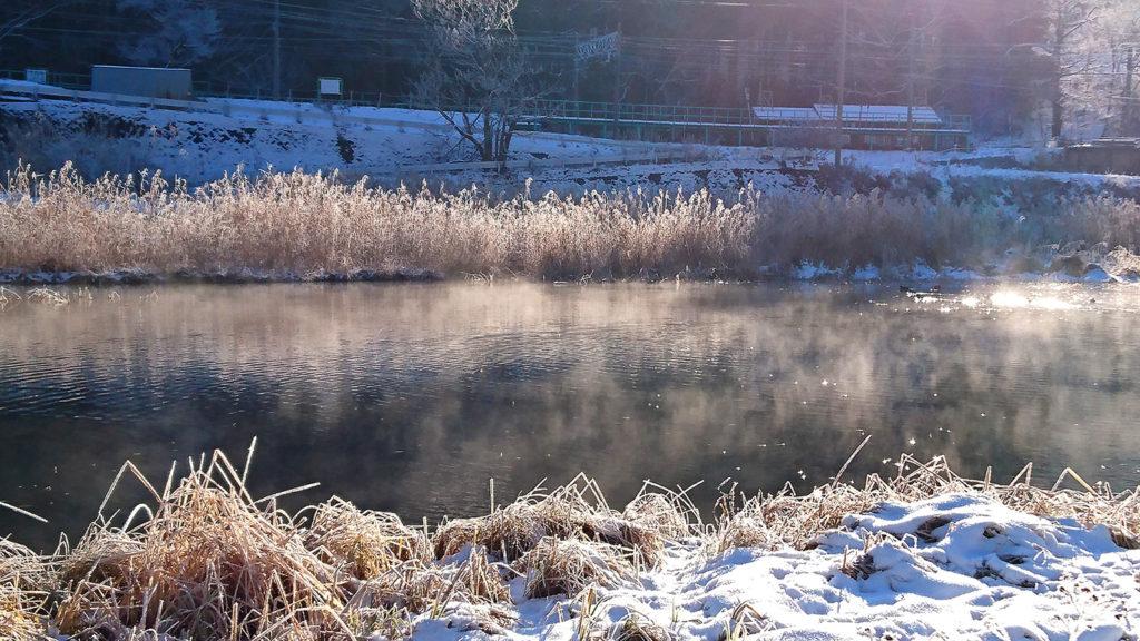 中綱湖の湖面から立ち昇る霧