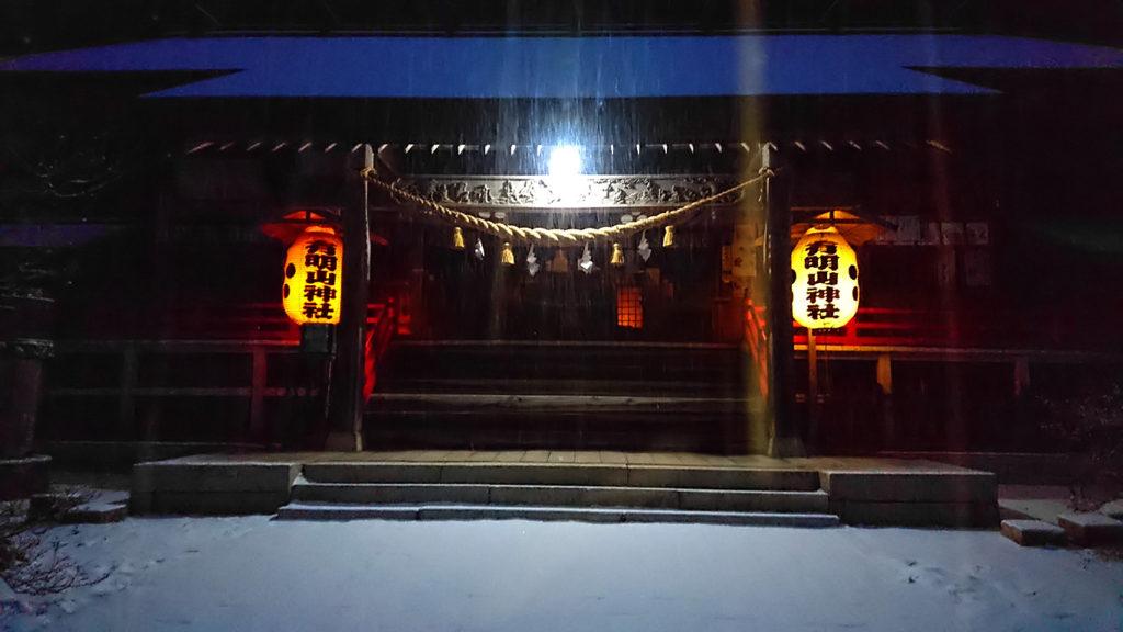 雪化粧した有明山神社の夜景2