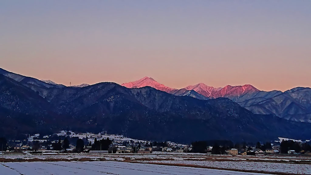 三郷から見る常念岳のモルゲンロート