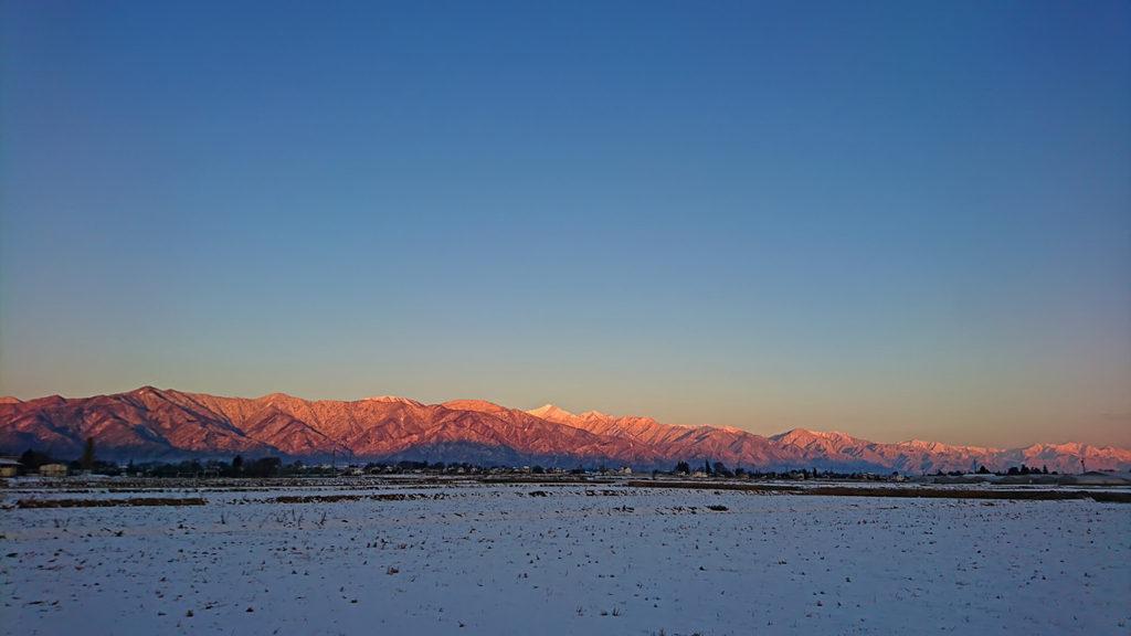 日の出直後の北アルプス