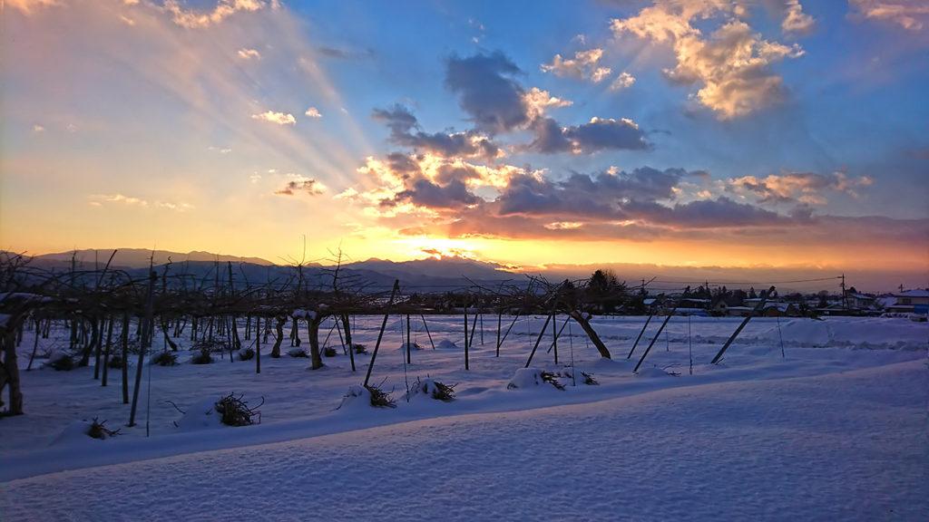 Vif穂高の駐車場から日の出間際の雪景色を