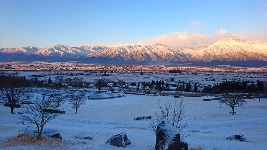 池田町クラフトパークから雪化粧の安曇野を