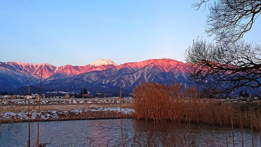 久保田公園から見事なモルゲンロートの常念岳を
