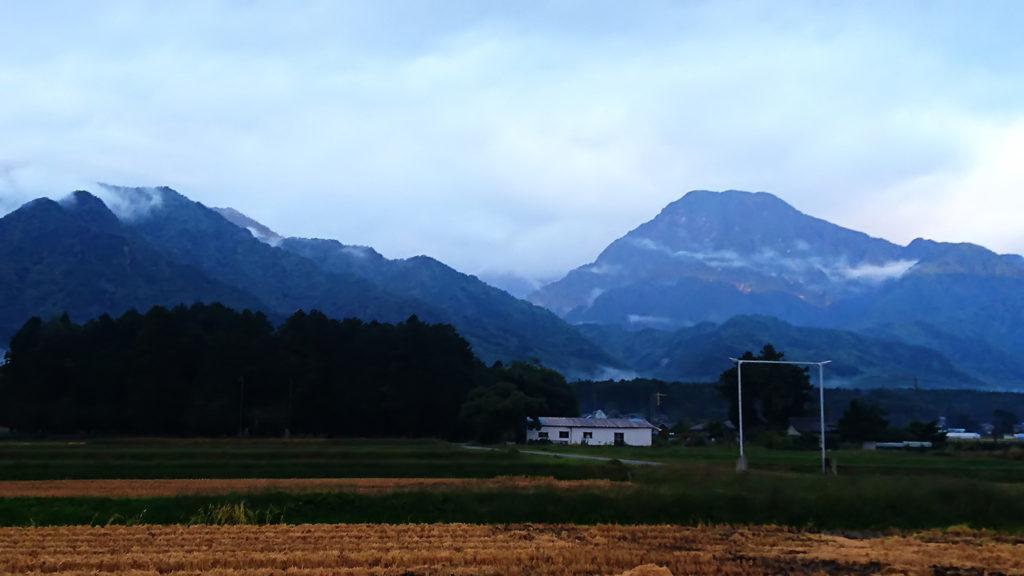 秋の物寂しさが漂って来た有明山1