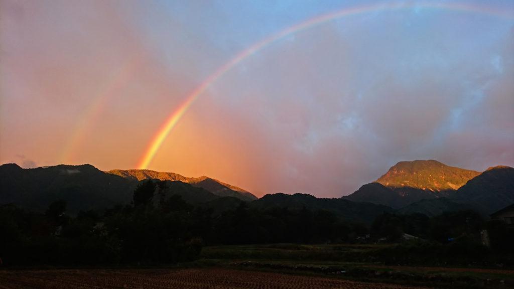 二重の虹と朝日に輝く大天井岳と有明山2